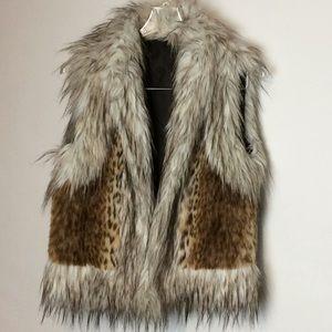 BKE Buckle faux fur reversible vest size M